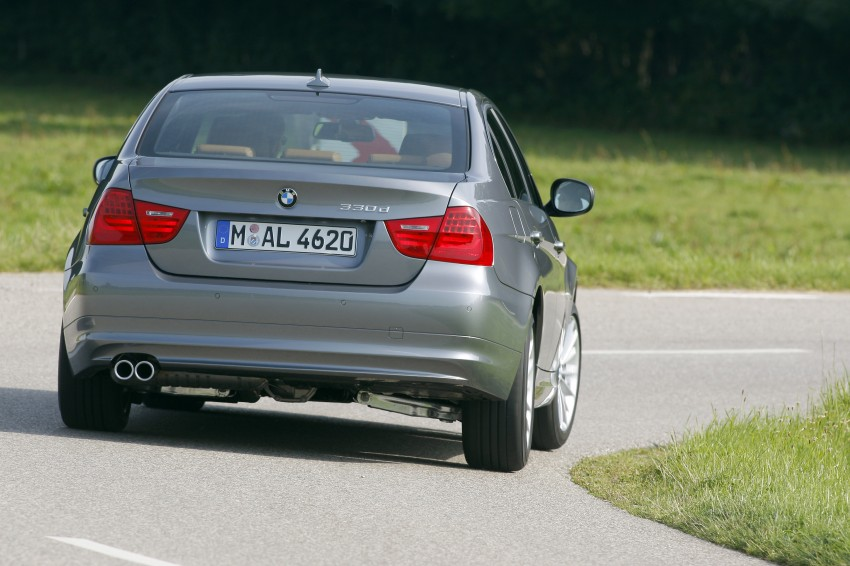 2009 BMW 335i and 330d LCI Review Image #273570
