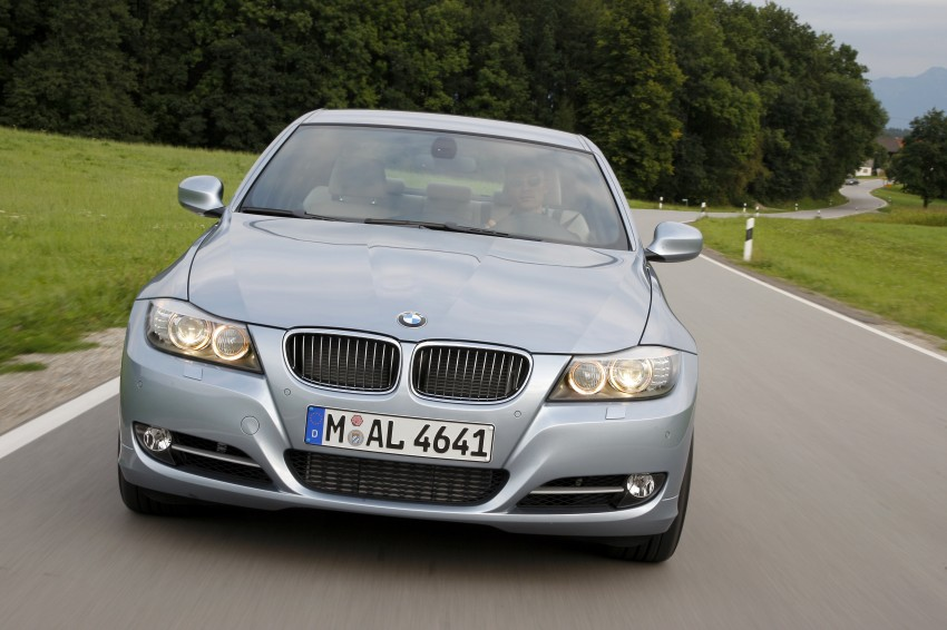 2009 BMW 335i and 330d LCI Review Image #273675