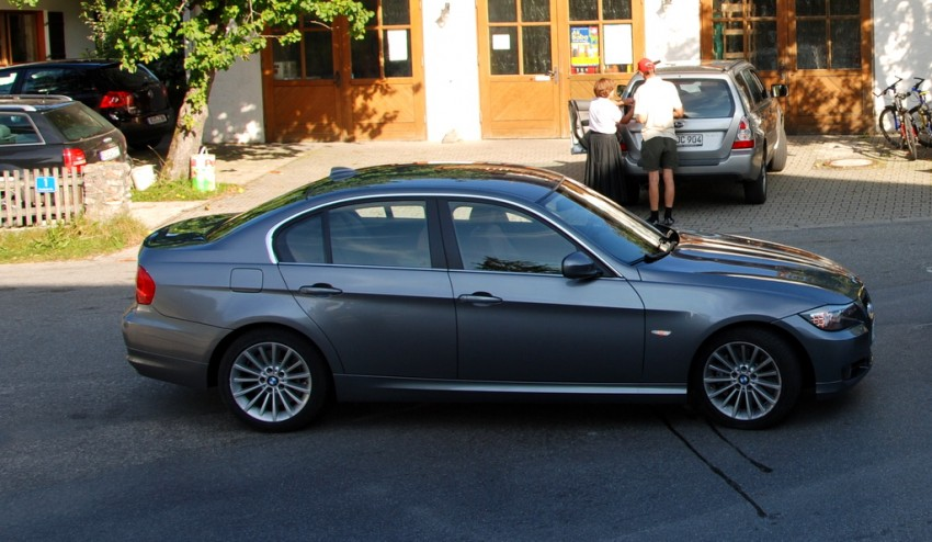 2009 BMW 335i and 330d LCI Review Image #273460
