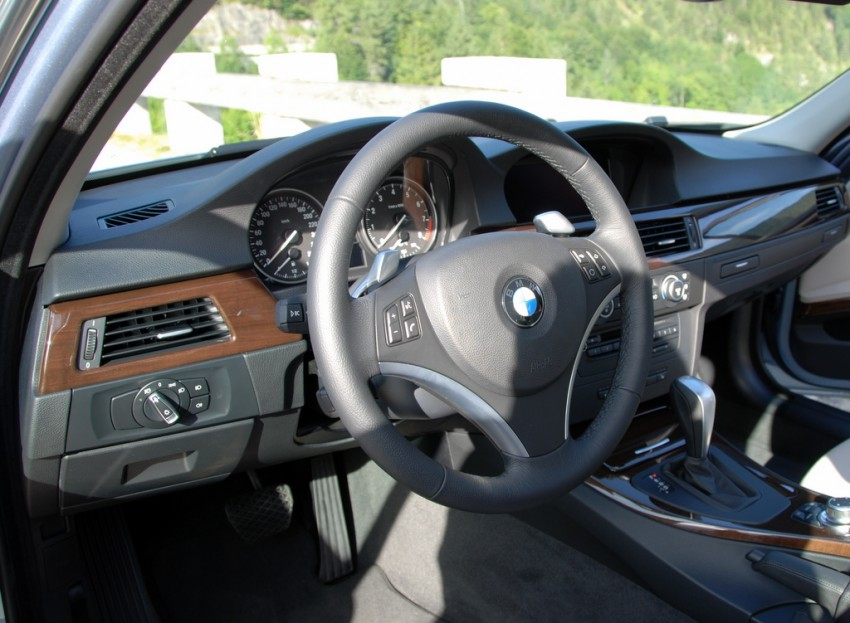 2009 BMW 335i and 330d LCI Review Image #273442