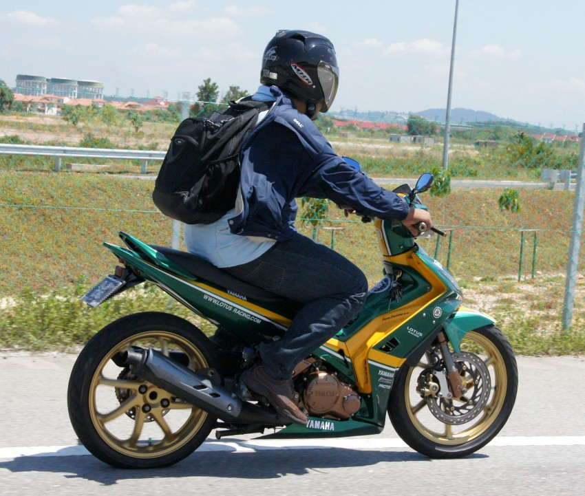 Spotted: big time Lotus Racing fan's motorcycle! Image #344781