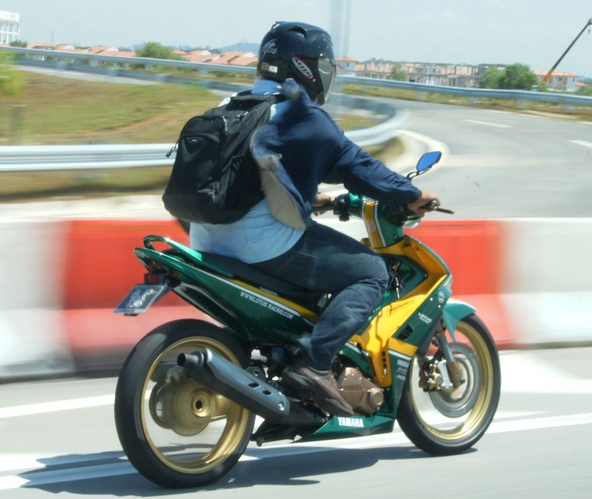 Spotted: big time Lotus Racing fan's motorcycle! Image #344780