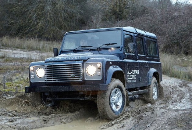 LR Defender Electric-05