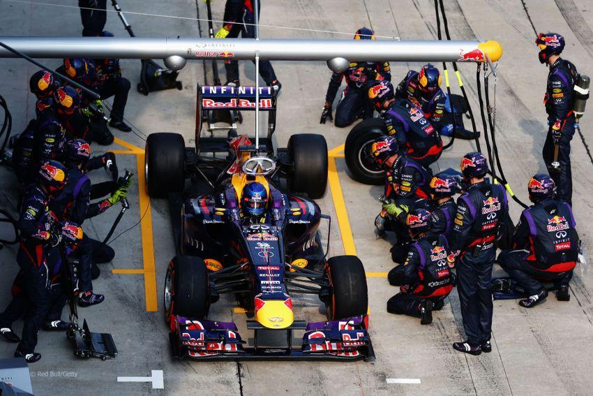 Vettel betrays Webber to win the 2013 Malaysian GP Image #163411