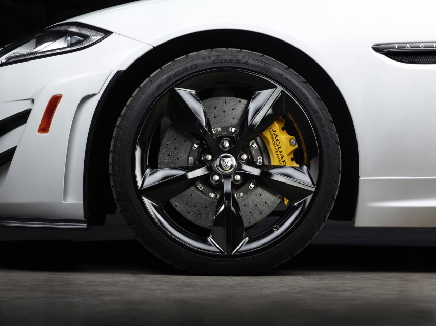 New cats on the NY block – Jaguar XKR-S GT and XJR Image #164295