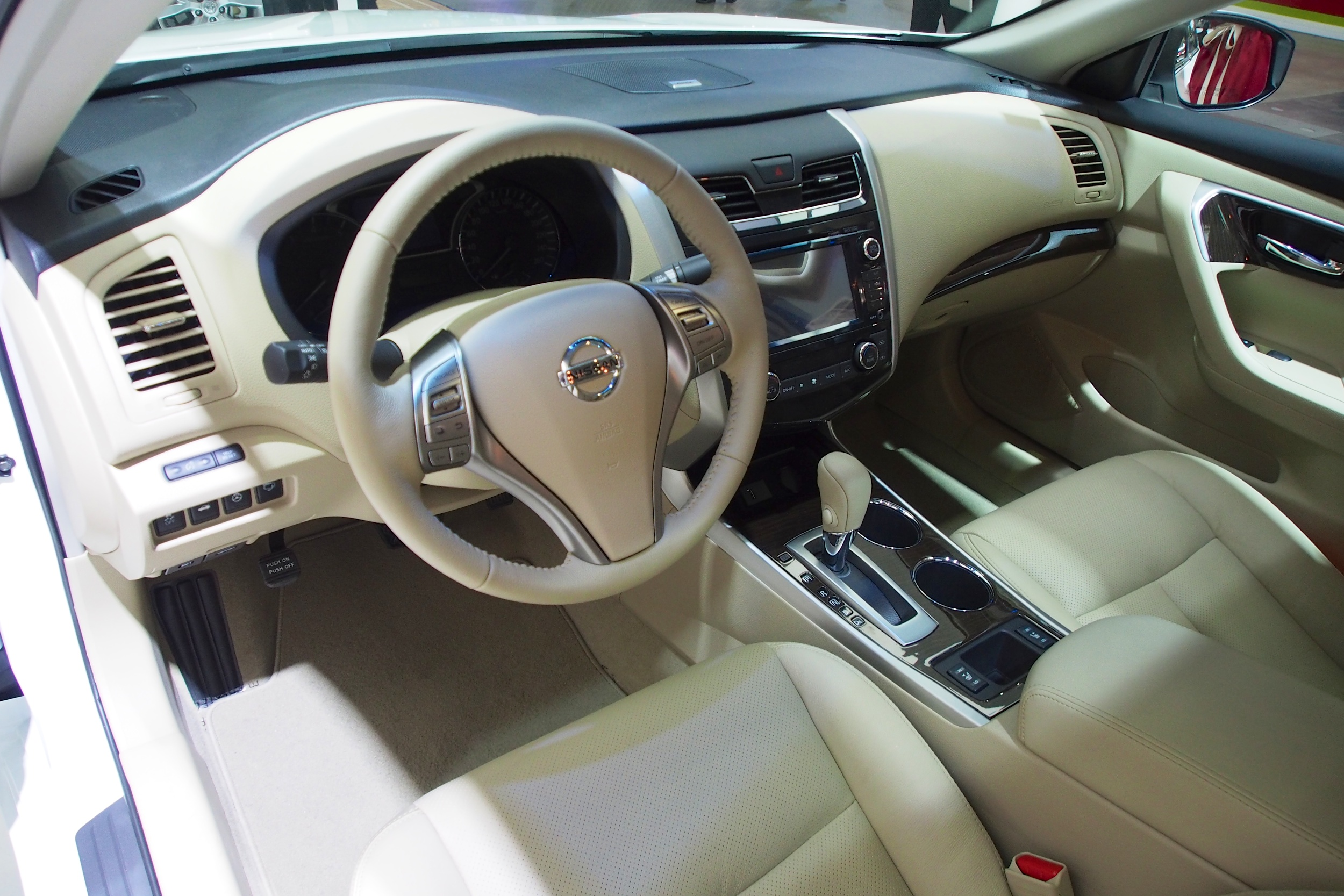 2014 Nissan Teana Showcased As The Nissan Altima At The