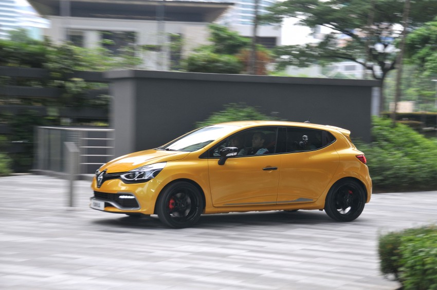 Renault Clio RS 200 EDC makes its Asian debut in KL, presented by the Williams Formula One racing drivers Image #162832