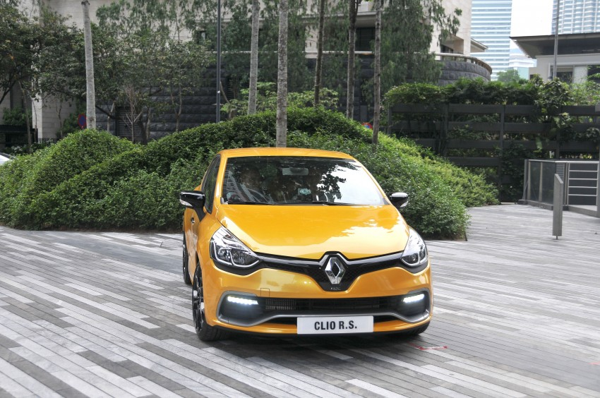 Renault Clio RS 200 EDC makes its Asian debut in KL, presented by the Williams Formula One racing drivers Image #162833