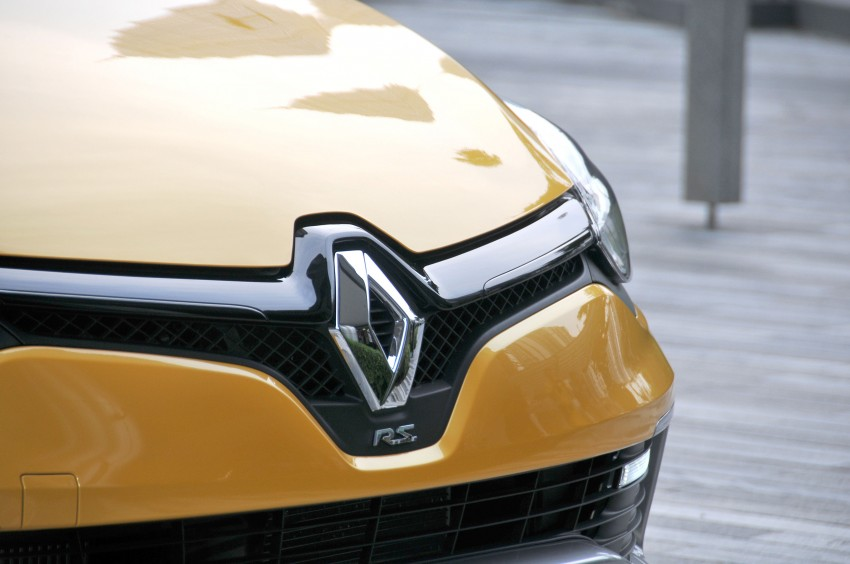 Renault Clio RS 200 EDC makes its Asian debut in KL, presented by the Williams Formula One racing drivers Image #162835