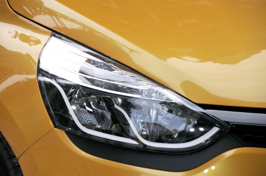 Renault Clio RS 200 EDC makes its Asian debut in KL, presented by the Williams Formula One racing drivers Image #162842