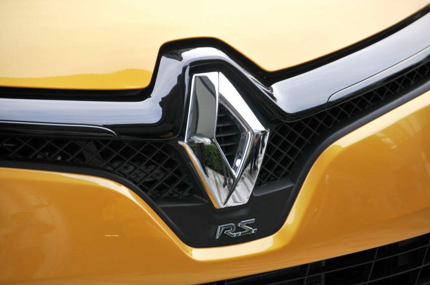 Renault Clio RS 200 EDC makes its Asian debut in KL, presented by the Williams Formula One racing drivers Image #162843