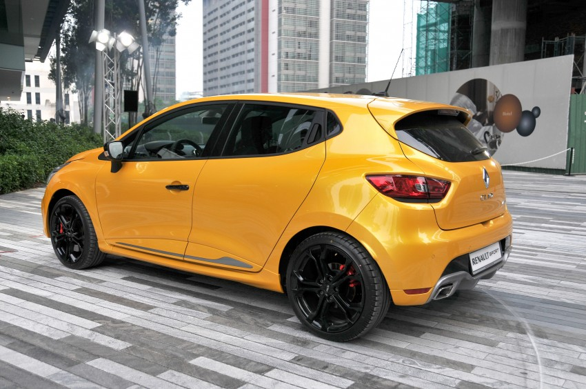 Renault Clio RS 200 EDC makes its Asian debut in KL, presented by the Williams Formula One racing drivers Image #162849