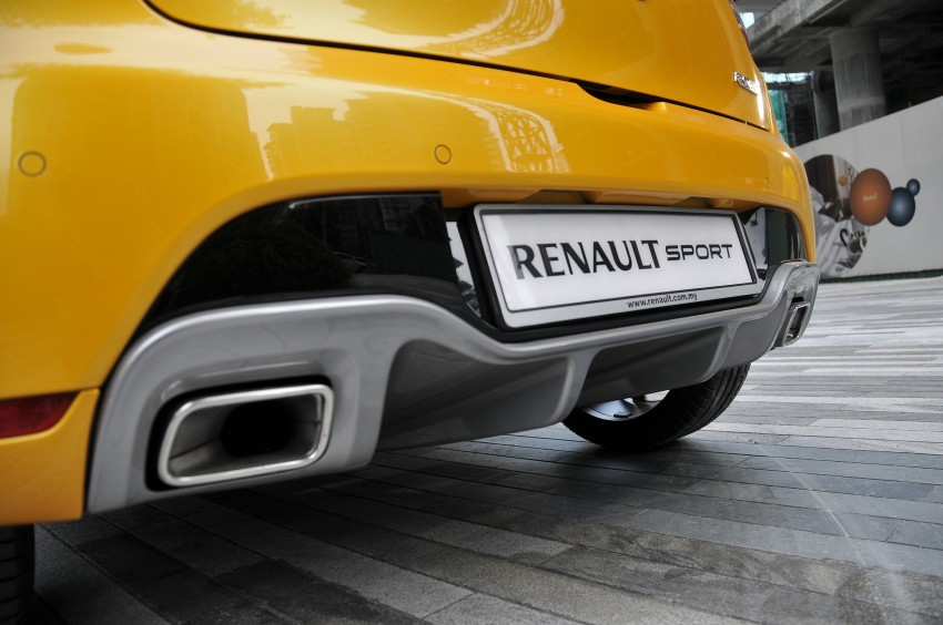 Renault Clio RS 200 EDC makes its Asian debut in KL, presented by the Williams Formula One racing drivers Image #162853