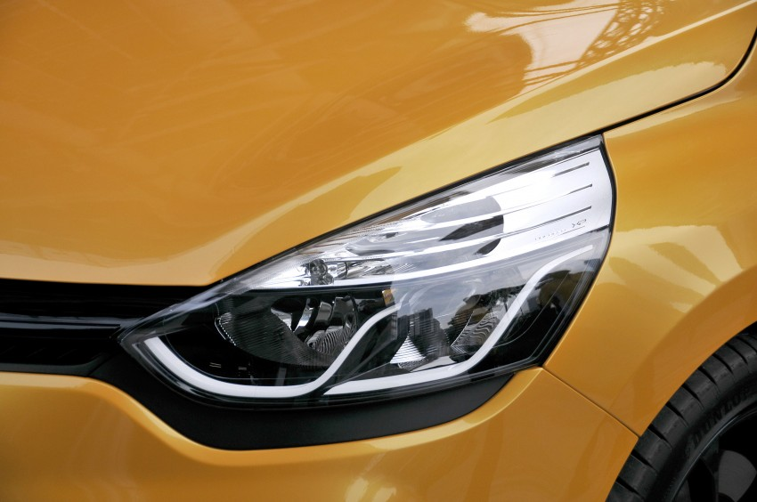 Renault Clio RS 200 EDC makes its Asian debut in KL, presented by the Williams Formula One racing drivers Image #162854