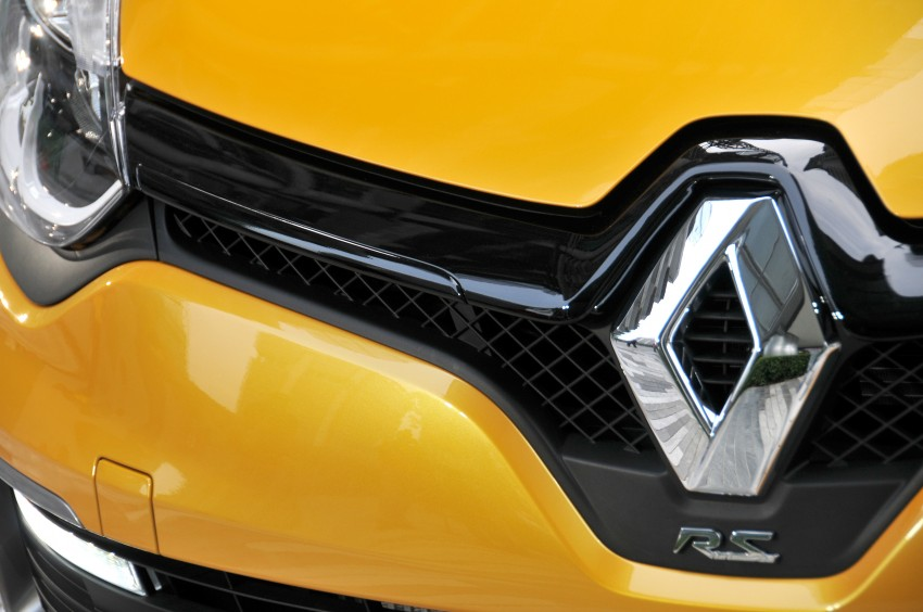 Renault Clio RS 200 EDC makes its Asian debut in KL, presented by the Williams Formula One racing drivers Image #162856