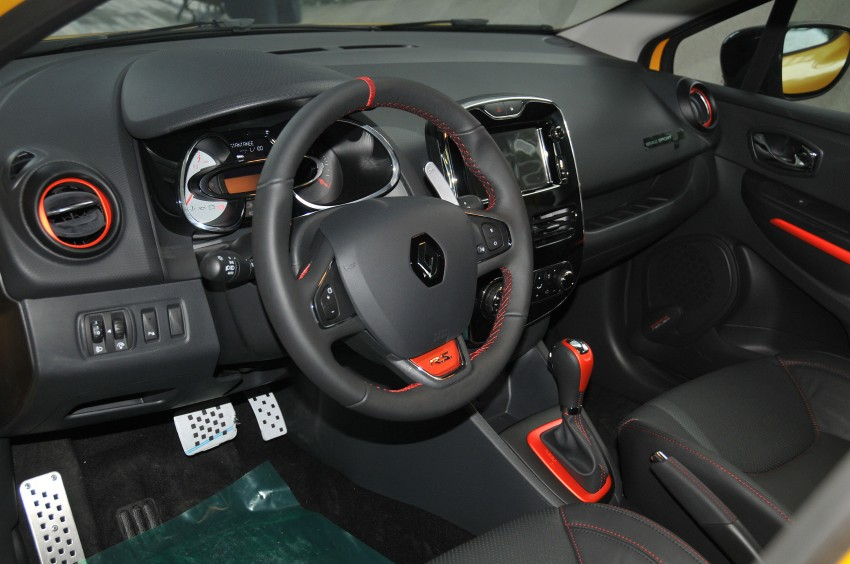 Renault Clio RS 200 EDC makes its Asian debut in KL, presented by the Williams Formula One racing drivers Image #162862