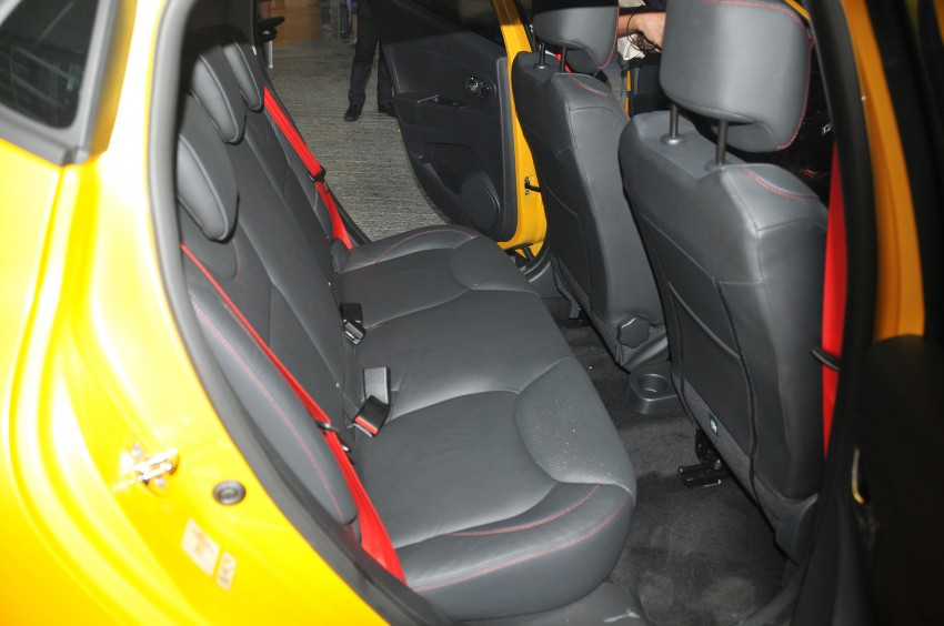 Renault Clio RS 200 EDC makes its Asian debut in KL, presented by the Williams Formula One racing drivers Image #162865