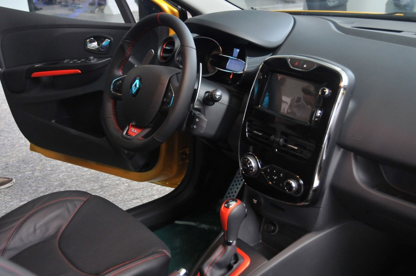 Renault Clio RS 200 EDC makes its Asian debut in KL, presented by the Williams Formula One racing drivers Image #162869