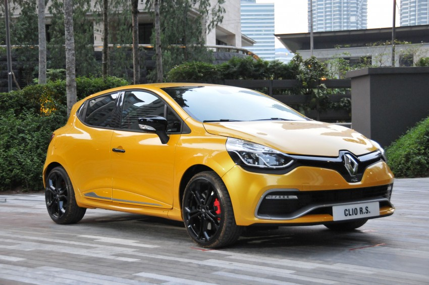 Renault Clio RS 200 EDC makes its Asian debut in KL, presented by the Williams Formula One racing drivers Image #162885