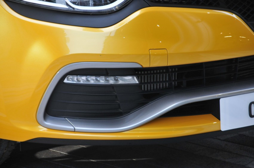 Renault Clio RS 200 EDC makes its Asian debut in KL, presented by the Williams Formula One racing drivers Image #162887