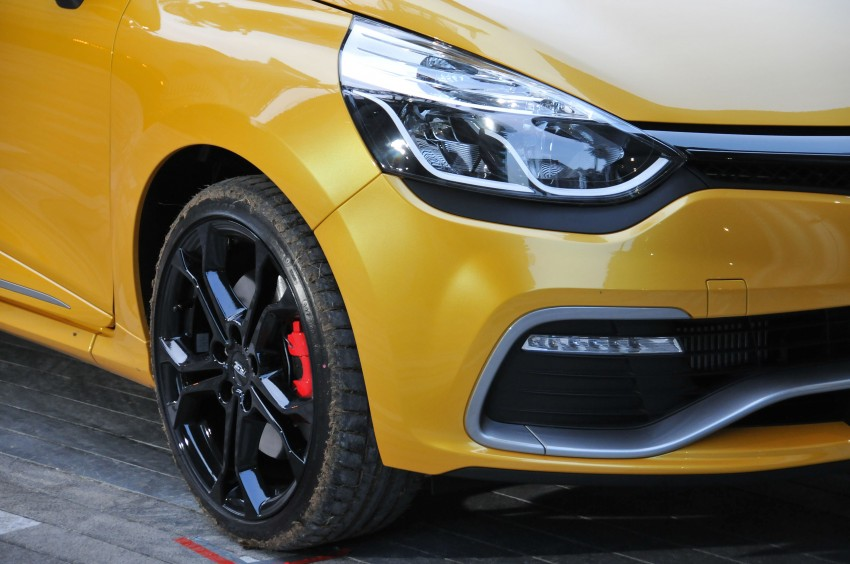 Renault Clio RS 200 EDC makes its Asian debut in KL, presented by the Williams Formula One racing drivers Image #162888