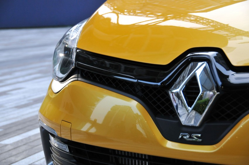 Renault Clio RS 200 EDC makes its Asian debut in KL, presented by the Williams Formula One racing drivers Image #162891