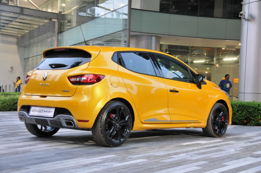 Renault Clio RS 200 EDC makes its Asian debut in KL, presented by the Williams Formula One racing drivers Image #162893