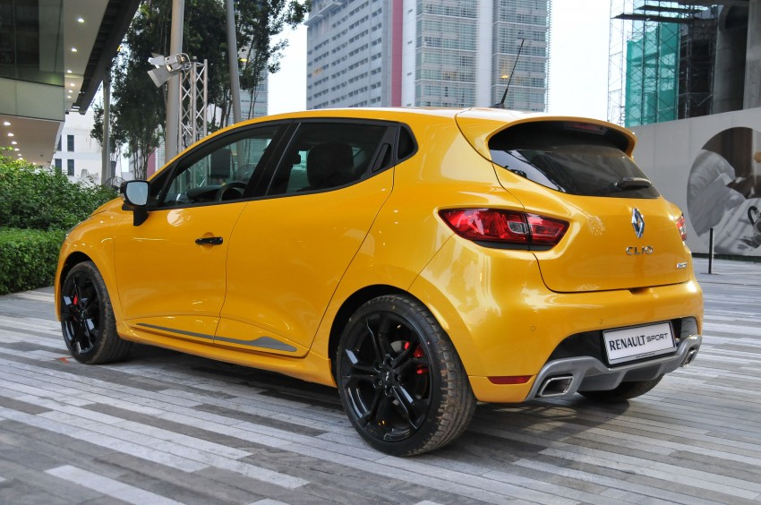 Renault Clio RS 200 EDC makes its Asian debut in KL, presented by the Williams Formula One racing drivers Image #162896