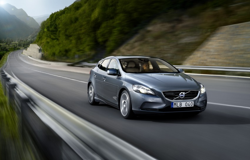 Volvo V40 and V40 Cross Country given minor updates Image #161900