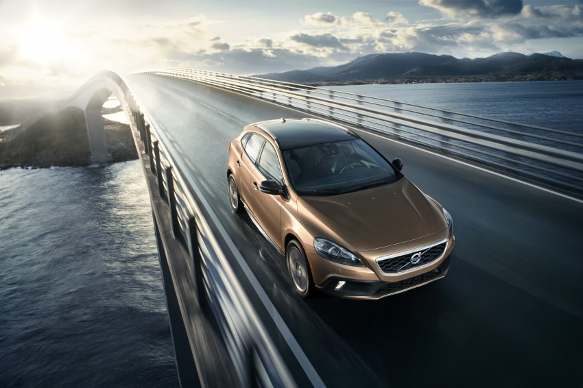 Volvo V40 and V40 Cross Country given minor updates Image #161904