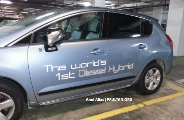 Peugeot 3008 HYbrid4 undergoing testing in Malaysia