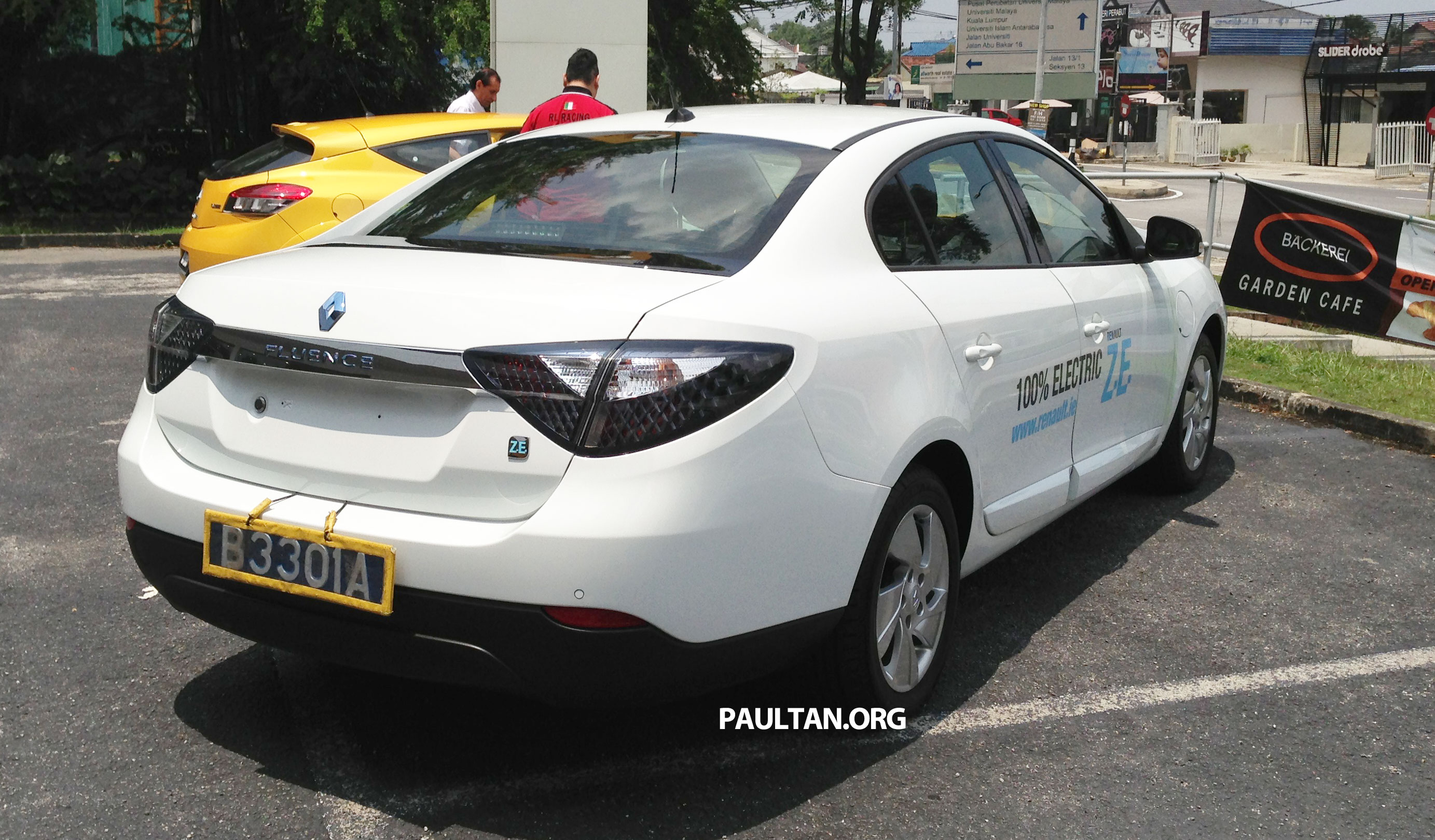 renault fluence z e with tradeplates spotted in pj. Black Bedroom Furniture Sets. Home Design Ideas