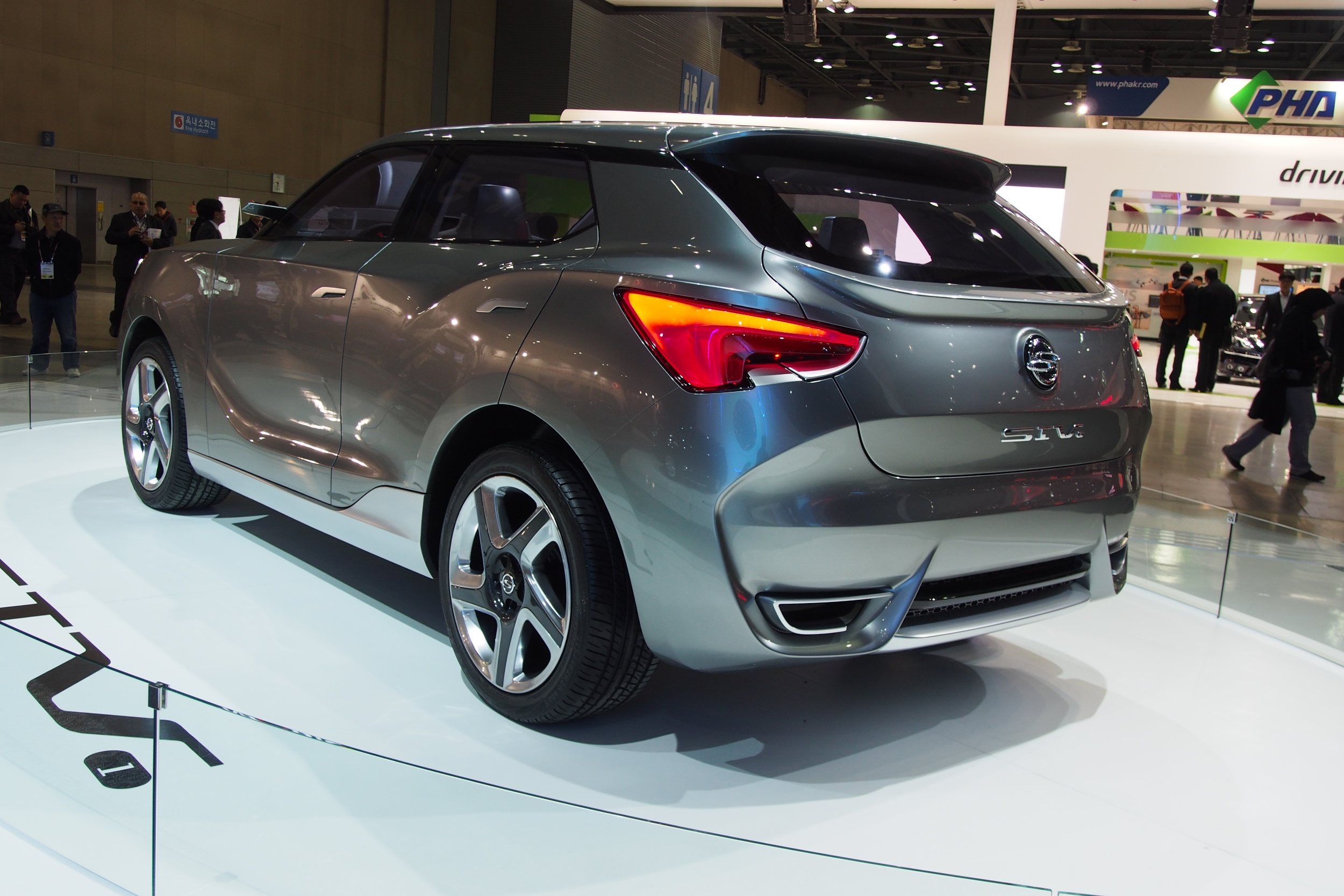 Seoul 2013: <b>SsangYong</b> LIV-1 concept muscles in Image 165033