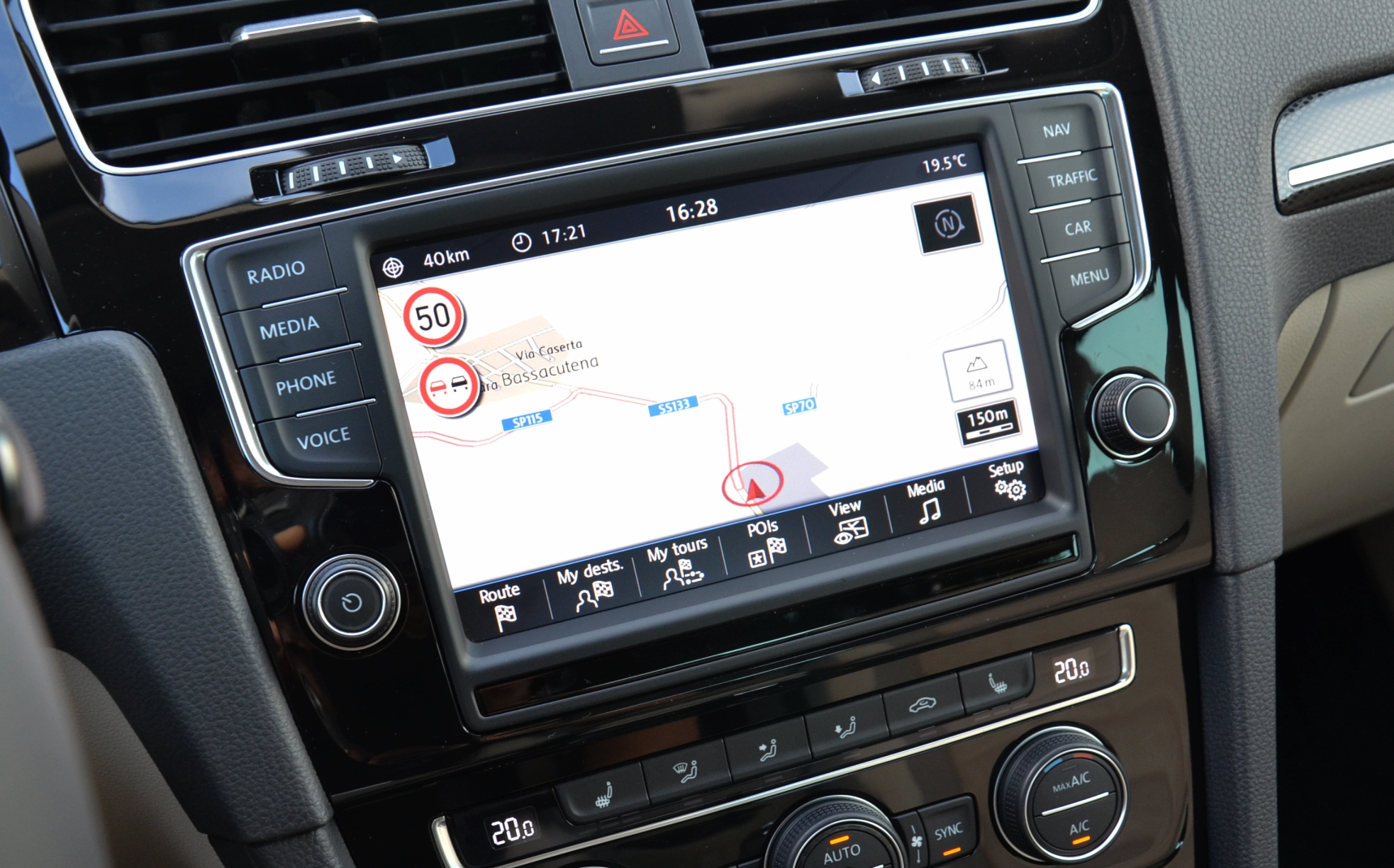 video volkswagen golf mk7 39 s touchscreen infotainment system in action. Black Bedroom Furniture Sets. Home Design Ideas