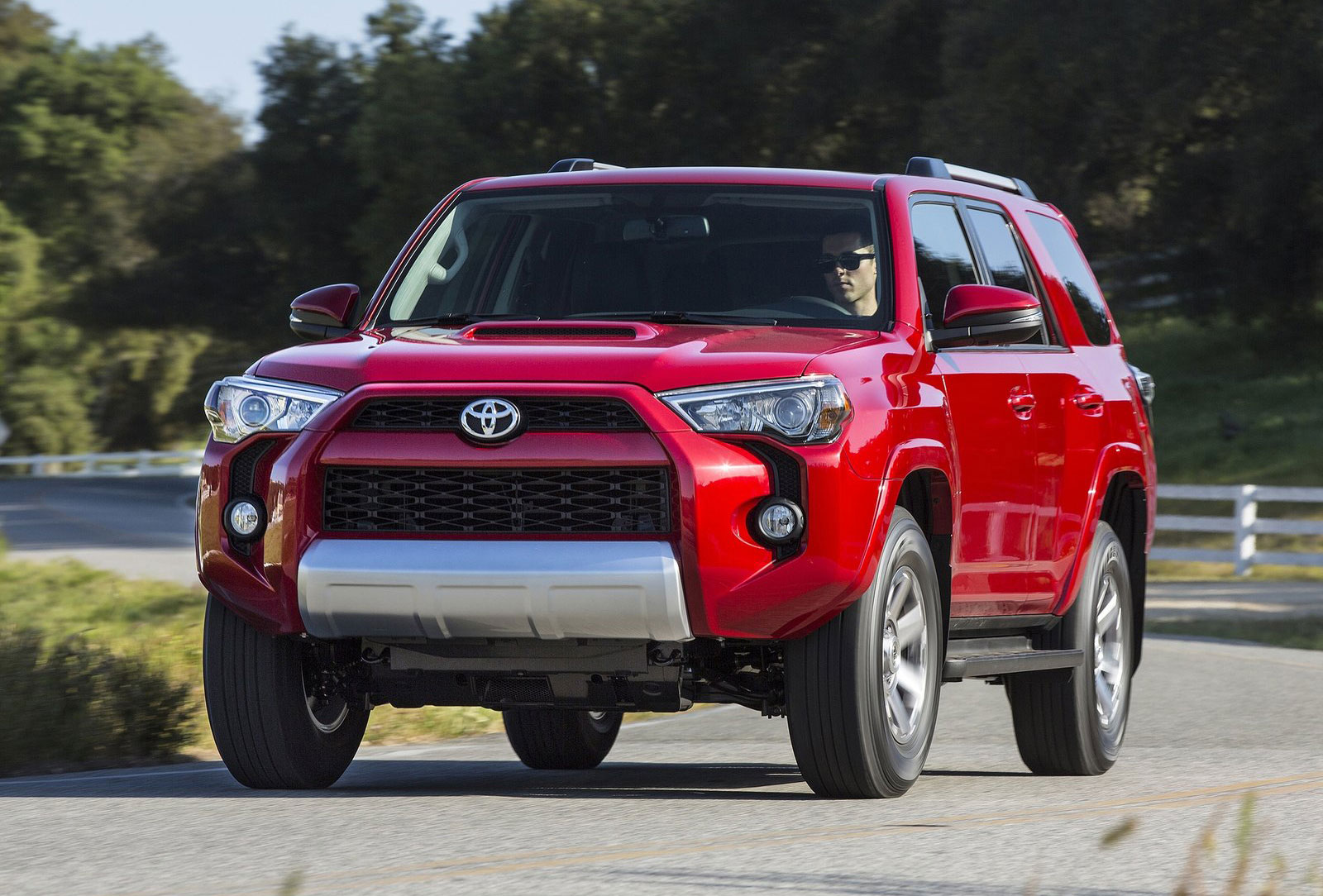 2014 toyota 4runner truck based suv gets facelift. Black Bedroom Furniture Sets. Home Design Ideas