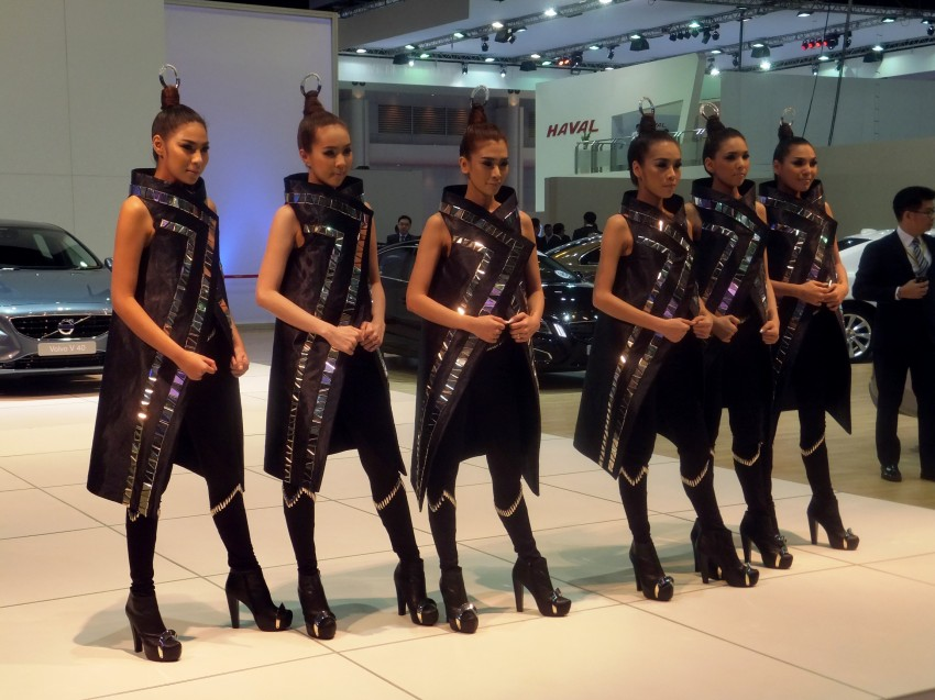 Bangkok 2013: the show girls from the Land of Smiles Image #165759