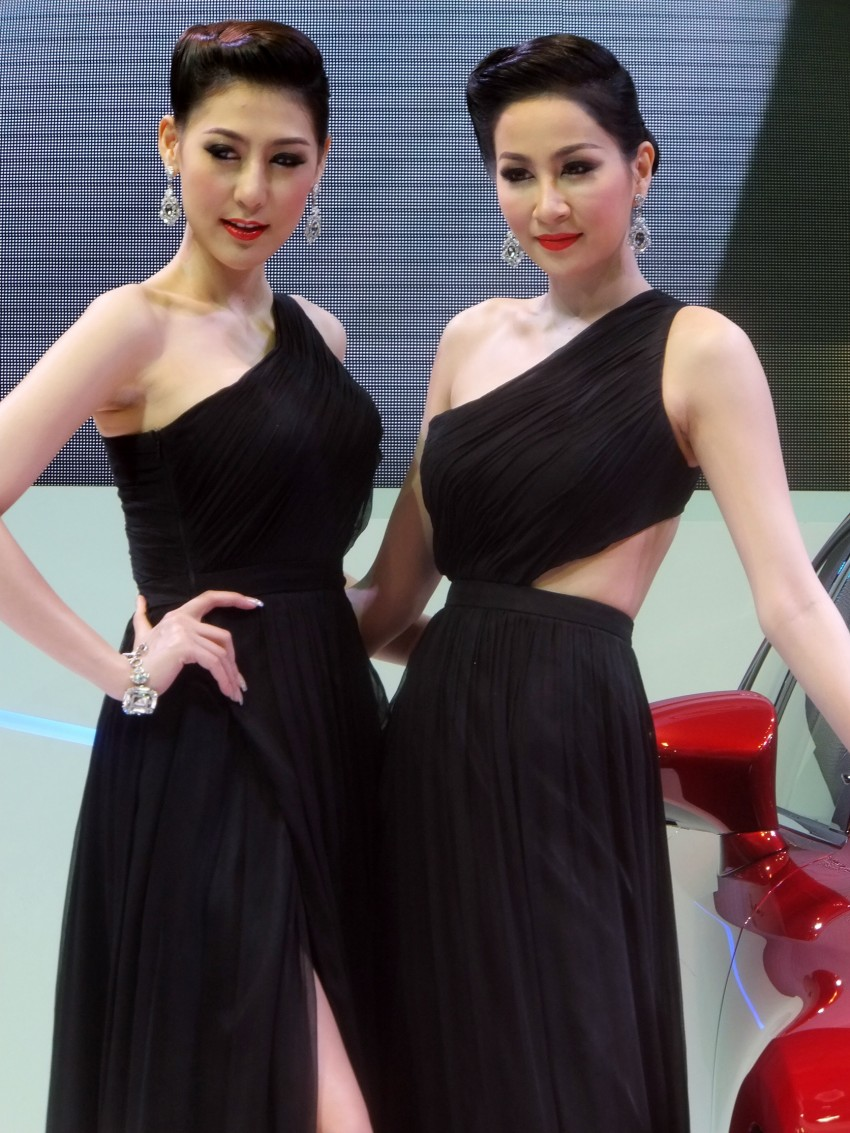Bangkok 2013: the show girls from the Land of Smiles Image #165769