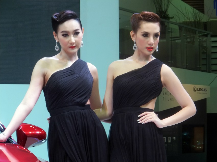 Bangkok 2013: the show girls from the Land of Smiles Image #165771