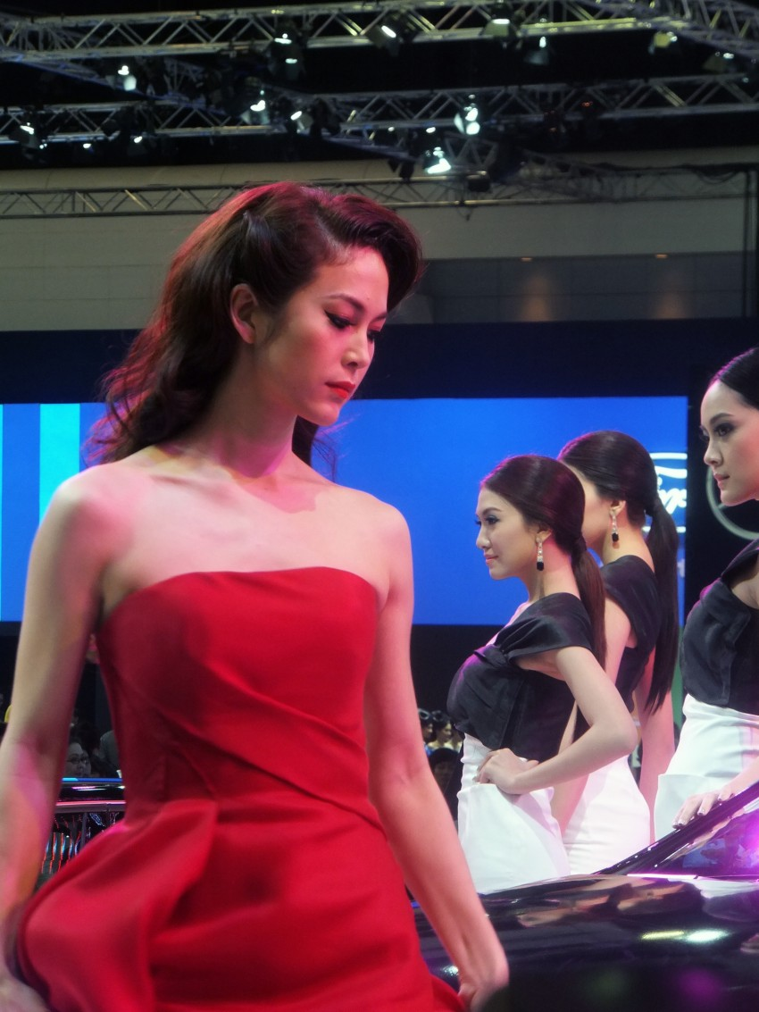 Bangkok 2013: the show girls from the Land of Smiles Image #165772