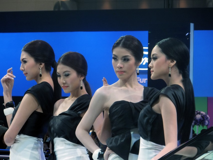 Bangkok 2013: the show girls from the Land of Smiles Image #165774