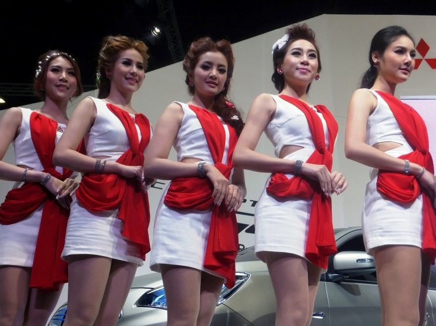 Bangkok 2013: the show girls from the Land of Smiles Image #165785