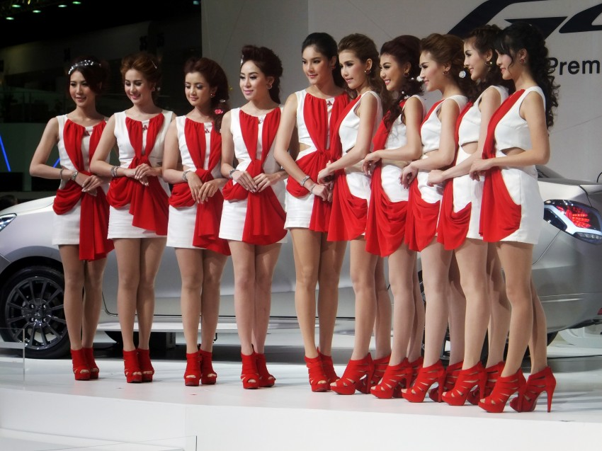 Bangkok 2013: the show girls from the Land of Smiles Image #165787