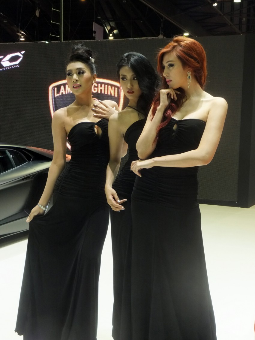 Bangkok 2013: the show girls from the Land of Smiles Image #165801