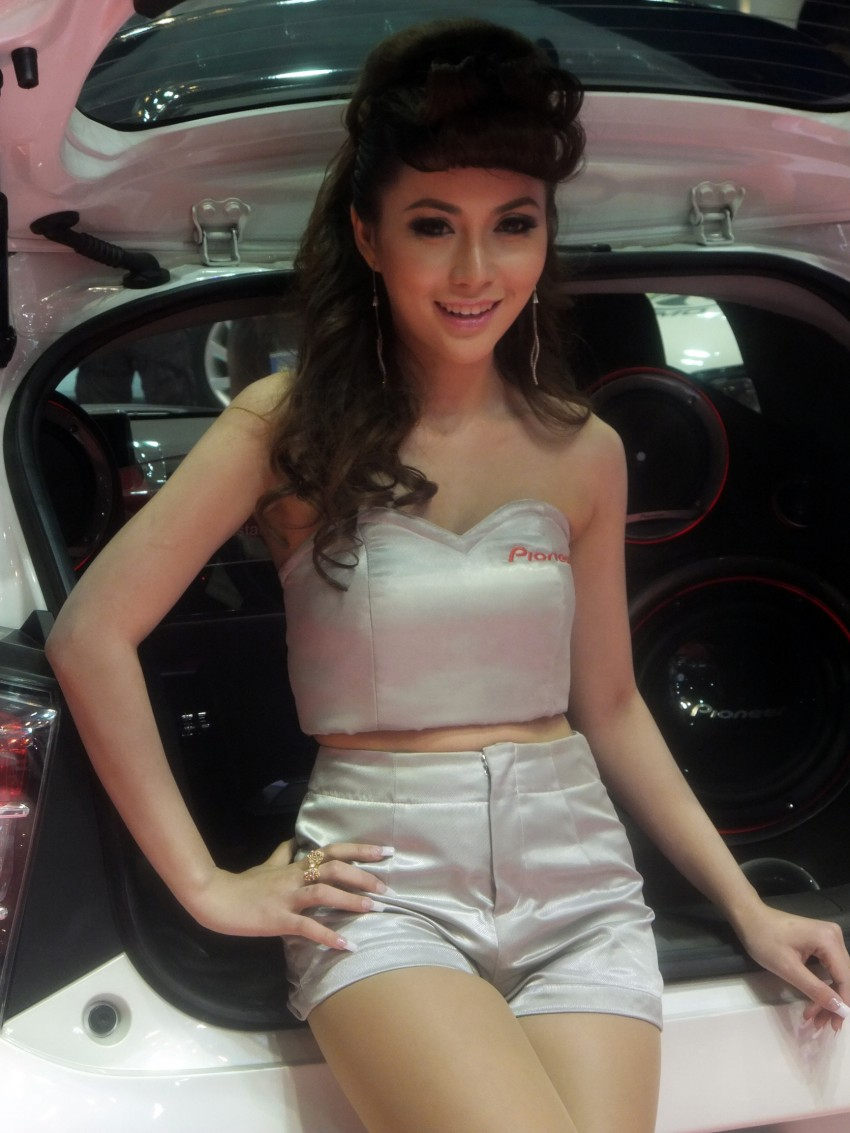 Bangkok 2013: the show girls from the Land of Smiles Image #165811
