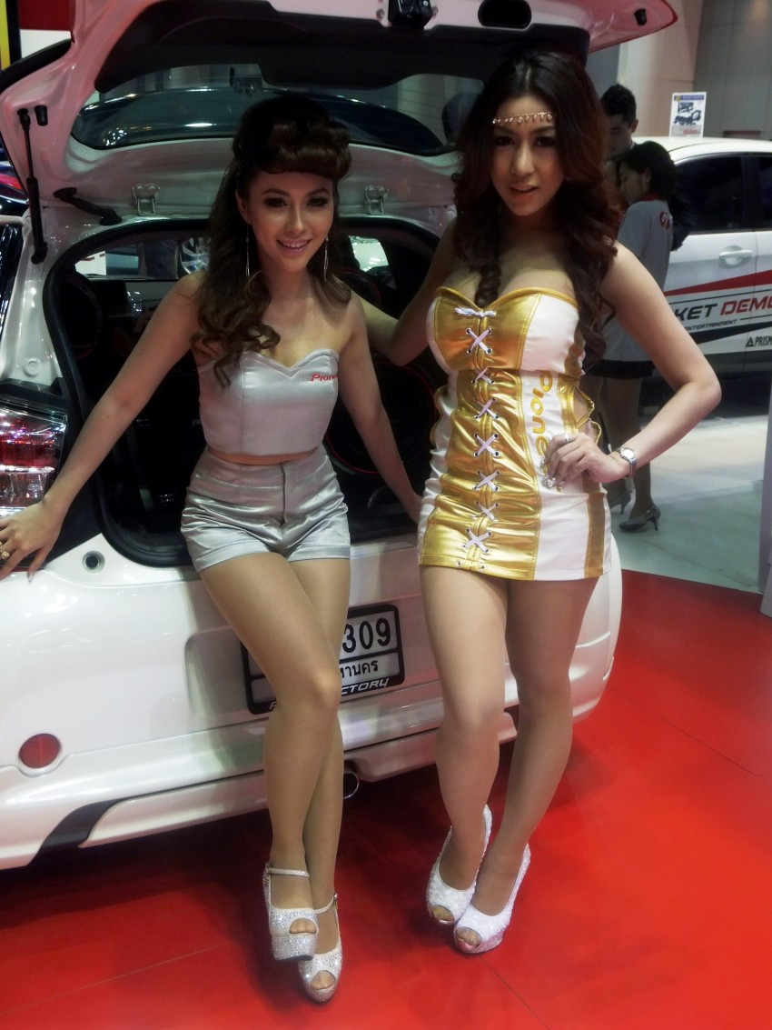Bangkok 2013: the show girls from the Land of Smiles Image #165812