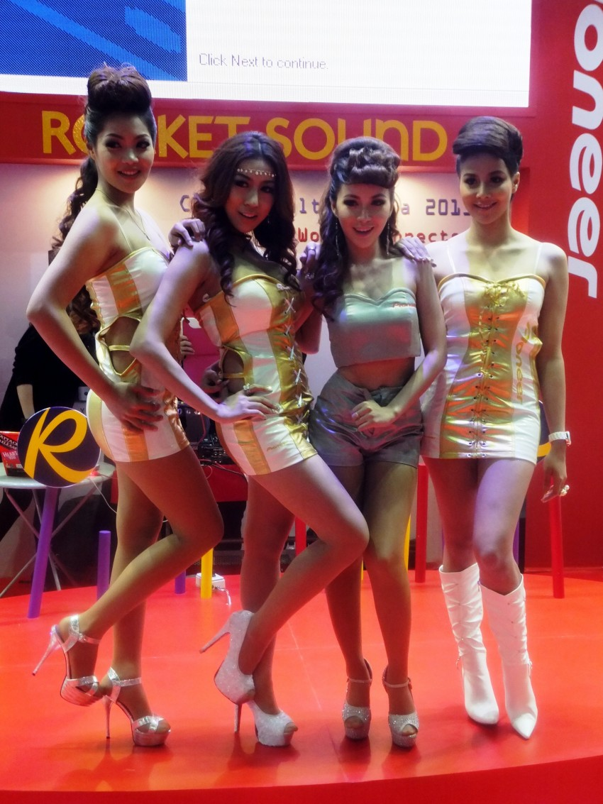 Bangkok 2013: the show girls from the Land of Smiles Image #165821