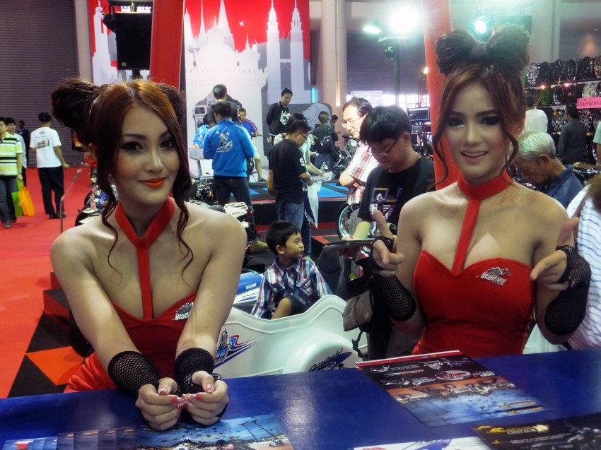 Bangkok 2013: the show girls from the Land of Smiles Image #165834
