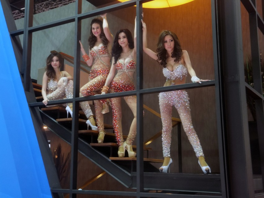 Bangkok 2013: the show girls from the Land of Smiles Image #165845