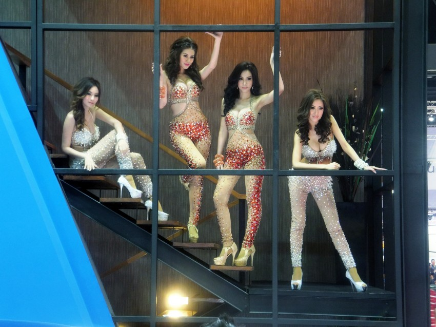 Bangkok 2013: the show girls from the Land of Smiles Image #165847
