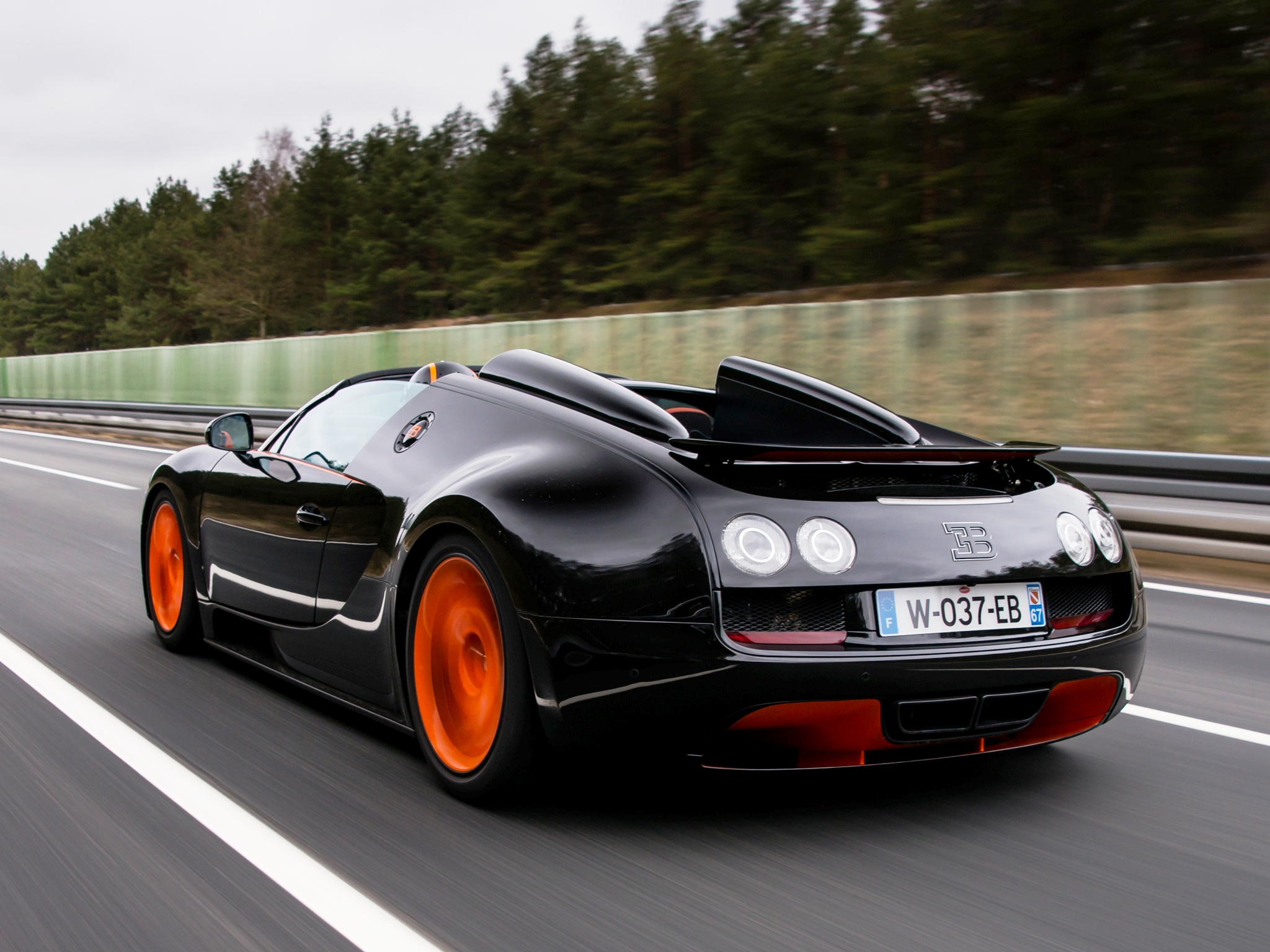 video bugatti veyron gs vitesse world record car exceeds 408 km h. Black Bedroom Furniture Sets. Home Design Ideas